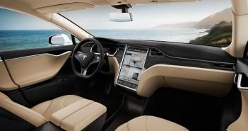 [快訊] Tesla 特斯拉韌體升級變聰明,能夠自動換車道、停車??